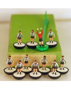 LW008. NEWCASTLE UTD. NOTTS COUNTY. DUNFERMLINE. Early 80's Machine Printed LW Team, numbered box.